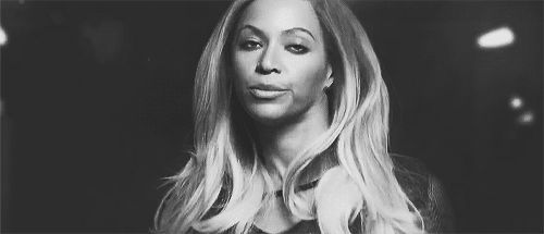 Beyonce has been accused of Photoshopping an Instagram picture...again.