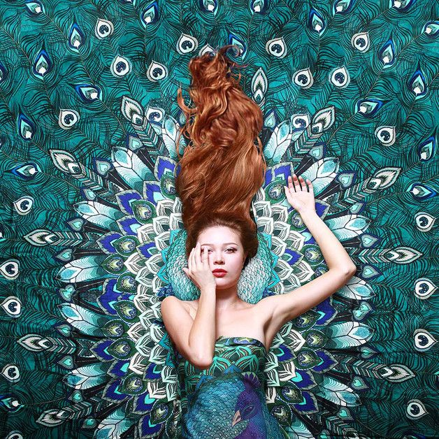 Plutôt Ariel ou Vaïana ? Un foulard de paon sur DaWanda.com