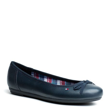 Trendy ballerina with a smooth leather upper. Grosgrain bow at the foot opening. Tommy Hilfiger flag embroidered on the outside. Check, textile lining with leather sock lining. Rubber outsole.