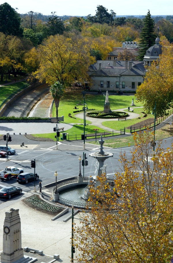 A closer view of Alexandra Fountain and Rosalind Park from above.