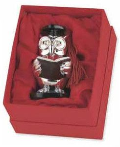 Srebrna figurka przedstawiająca Sowę Absolwenta, stanowi doskonały prezent z okazji ukończenia szkoły. #dla_absolwenta_gimnazjum #szkoly_sredniej #szkoly_sredniej