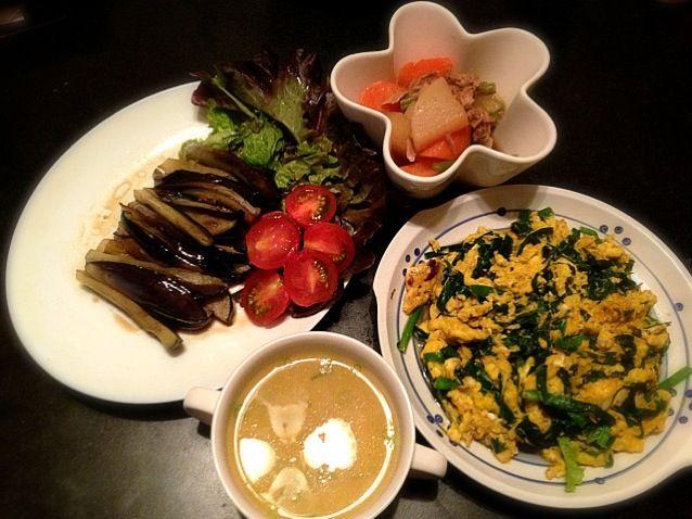 茄子を軽く揚げてめんつゆをかけるだけの揚げ浸しは手抜きメニューですが子どもたちは大好きです。私も楽チン^o^ - 35件のもぐもぐ - ニラ玉炒め、大根とツナの煮物、茄子の揚げ浸し、中華コーンスープ by natsxxx