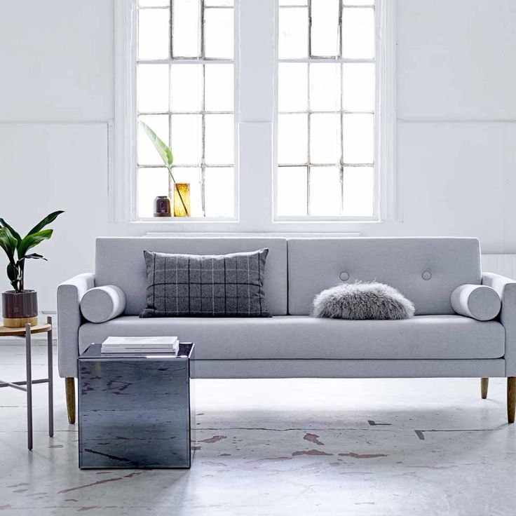 Hellgraues Sofa im skandinavischen Design - milanari.com ...