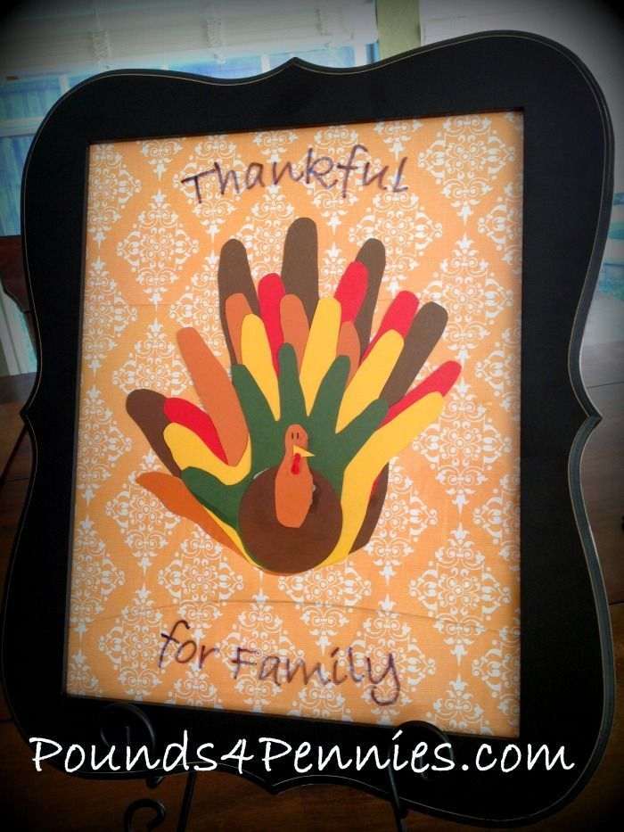 Thanksgiving art crafts you can make with all the members of your family. This fun paper turkey Thanksgiving art craft is made using your family members hands. #thanksgiving #Crafts #Thanksgivingcrafts