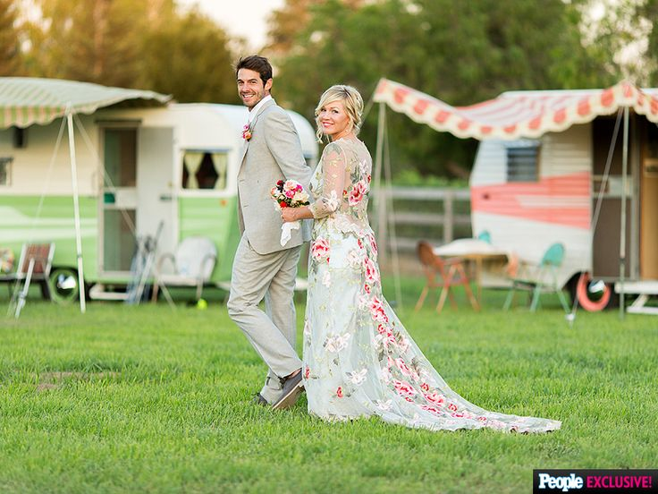 All the Romantic Details of Jennie Garth's 'Down-Home' Wedding http://www.people.com/article/jennie-garth-david-abrams-down-home-wedding-inside-details