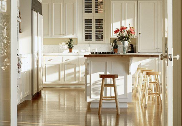 decoracao cozinha tradicional:Butter Yellow Kitchen and White
