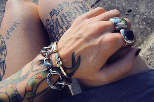 : Tattoo Lady, Tattoo D, Tattoo Y, Tattoo Piercing, Tattoo Beautiful, Tattoo Obsession, Nails, Piercings Tattoo, Piercing Tattoo
