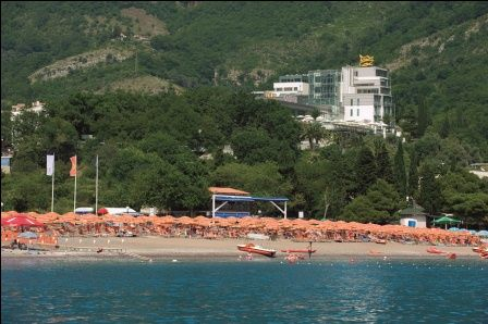 The Queen of Montenegro hotel with its beach for guests on Becici beach... the beautiful Budva Riviera! #montenegro #budva #queenofmontenegro