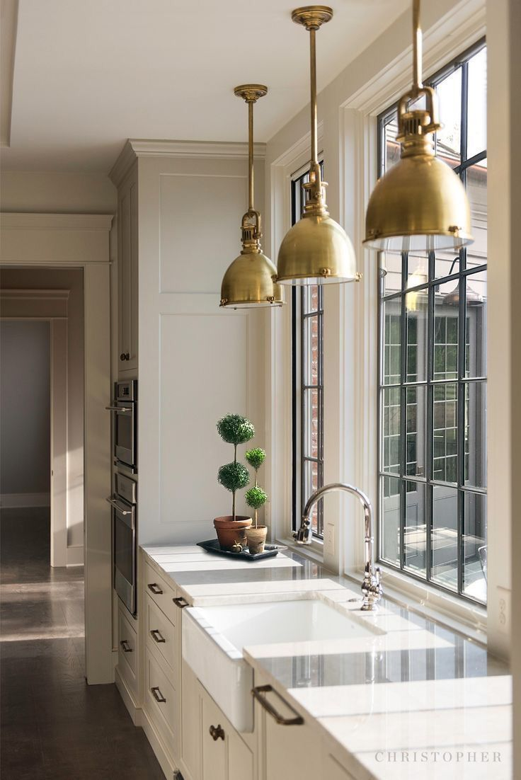Traditional Kitchen With White Shaker Cabinets Farmhouse Sink And Brass Pendant Traditional Ki In 2020 Home Decor Kitchen Kitchen Interior