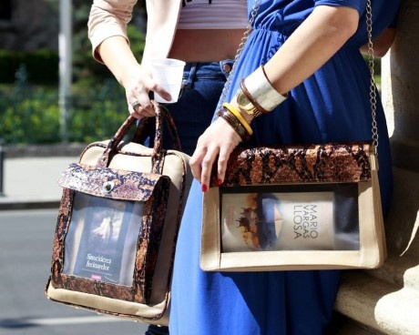 bookletta - awesome bag for bookworms who want to show off with their books :)