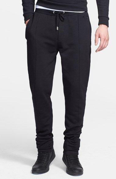 €158, Pantalon de jogging noir The Kooples. De Nordstrom. Cliquez ici pour plus d'informations: https://lookastic.com/men/shop_items/99692/redirect
