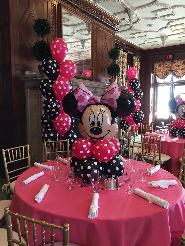 Minnie Mouse sure looks pretty in pink !