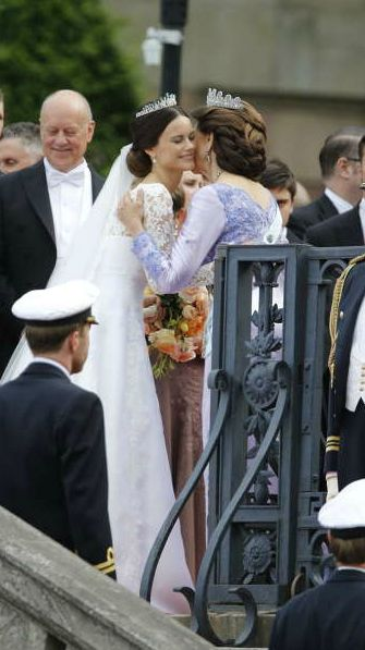 hrhroyalty: Wedding of Prince Carl Philip of Sweden and Sofia Hellqvist, June 13, 2015-the new Princes Sofia is greeted by her mother-in-law Queen Silvia