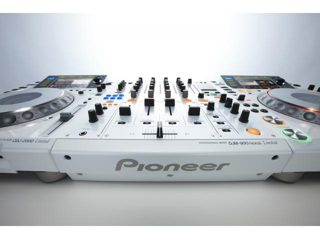 White Limited Edition 2 X Pioneer  X New Pioneer CDJ-400 Pro CD Player With USB Port.    1 X New Pioneer DJM-400 Two Channel DJ Mixer.  1 X New Pioneer HDJ-2000 DJ Headphones.  Office Pioneer Pro 440 Blue Flight-Case.      Place an order now. Your satisfaction is guara...