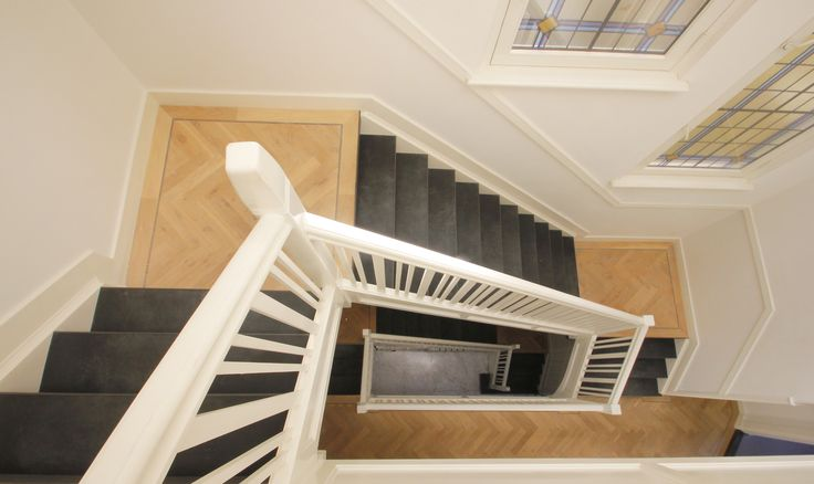 37 beste afbeeldingen over stoer chique op pinterest houten trap zwarte trap en lofts - Aanpassen van een houten trap ...