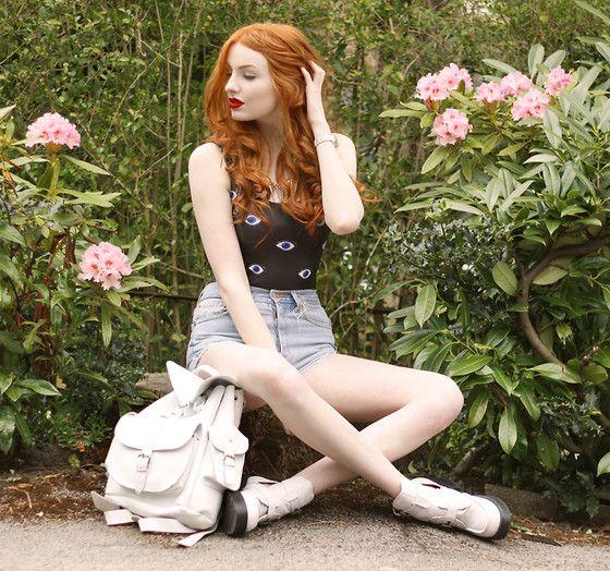Emily davinci and redhead girl