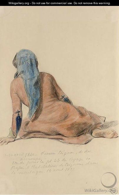 O femeie tiganca, așezat, văzută din spate
