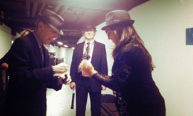 """Dochter Boogie Boy tourde 6 maanden met Leonard Cohen: """"Een grappig man vol zelfspot""""   Leonard Cohen overleden   De Morgen"""