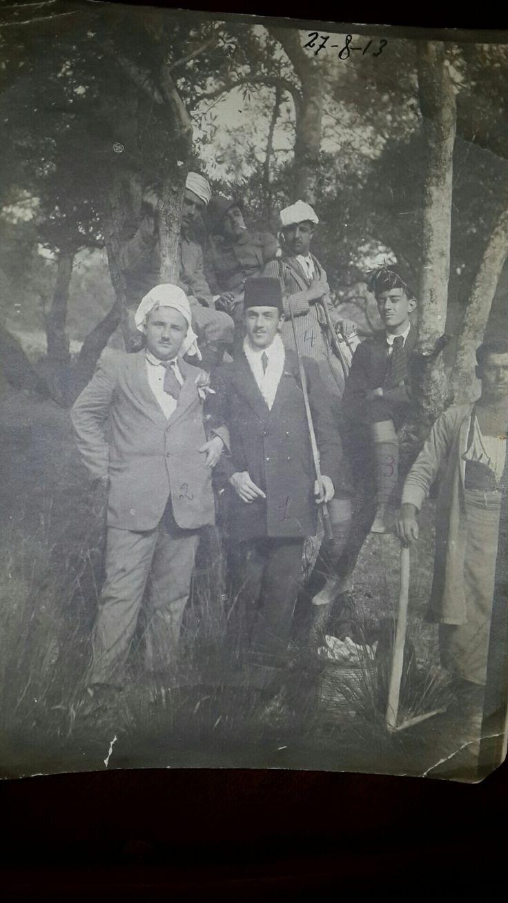 Girit Kandiye 1913 Öndeki fesli dedem.