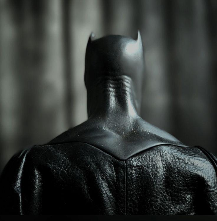 DC Films: una foto rivelerebbe il nuovo mantello di Batman