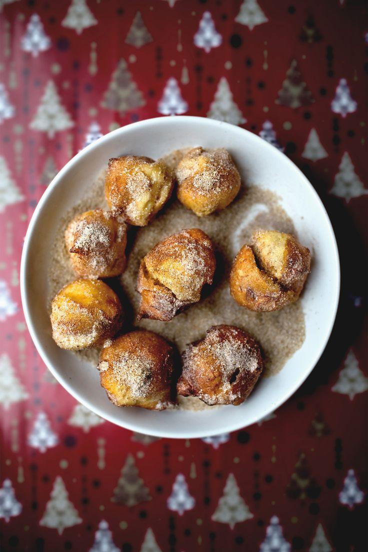 pâte à choux donuts rolling in X'mas sand