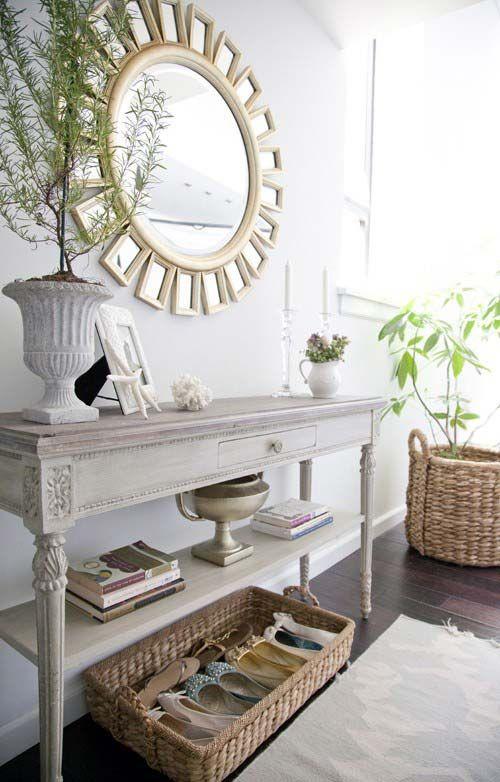 Консоль в интерьере: 20 красивых консольных столиков