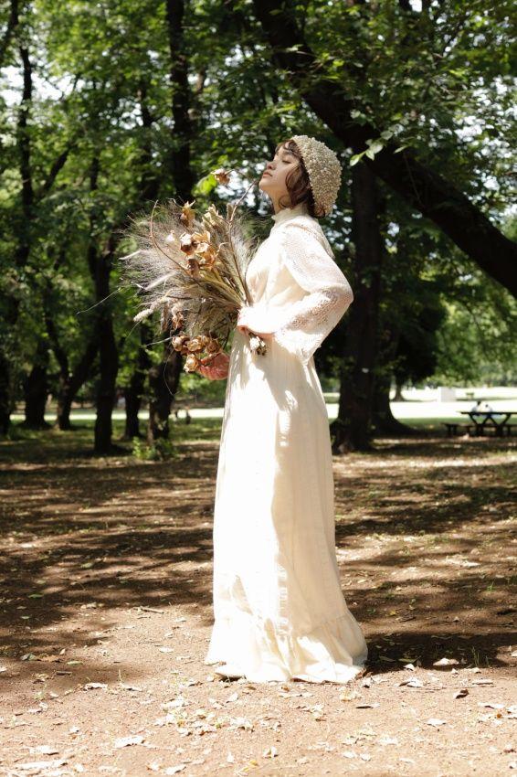 ヴィンテージドレス ヴィンテージウェディングドレス アンティークドレスのレンタルショップTOI ET MOI。 1930~1970 年代頃の 特に見つけることが難しい珍しい物 すなわち「VINTAGE・ANTIQUE」 にこだわり アメリカで手に取った瞬間の思いを大切に お客様をカウンセリング そしてスタイリングすることを心がけています。 vintage dress アンティークヘッドドレス ウェディングドレス 結婚 花嫁 flower ブーケ ラスティックウェディング