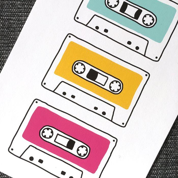 Färgglad barntavla med retro kassettband. Kan även fås i andra färger. Happilyprinted.se  Musik, 80-tal, 90-tal, Väggdekor, barnrum, inredning