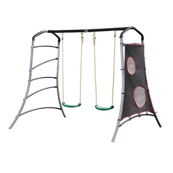 Cette structure en métal est à la fois un portique, un jeu d'adresse et d'escalade. Elle propose deux balançoires et chaque côté du portique contient une activité. Une échelle et une bâche de précision pour apprendre à viser et à avoir un lancer de balle précis. 4 activités en un seul portique design et d'une grande solidité.