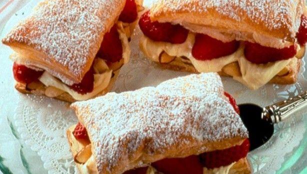 verse aardbeien tompouche, slagroom kan door pudding vervangen worden