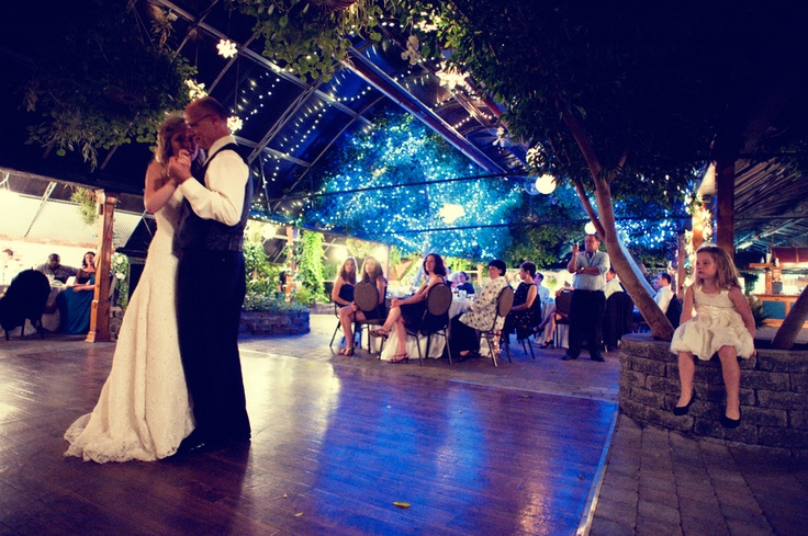 This couple's first dance was to one of my Favourite Sam Robert's songs- Uprising Down Under.