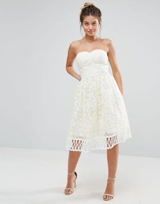 Кружевное платье без бретелек Chi Chi London Premium