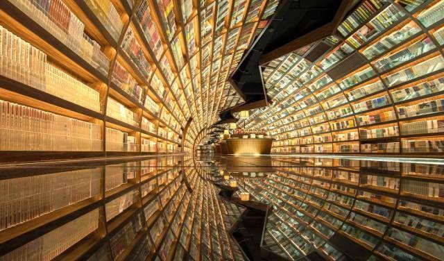 De sensationele boekentunnel van Zhongshuge - Hoewel de fijne kneuterigheid van oude boekwinkels absoluut zijn charme heeft,kiezen steeds meer boekhandels voor een strak ontwerp. Zo ook in de Chinese stad Yangzhou, waar zich de boekhandel 'Zhongshuge' bevindt. Hier wordt de definitie …