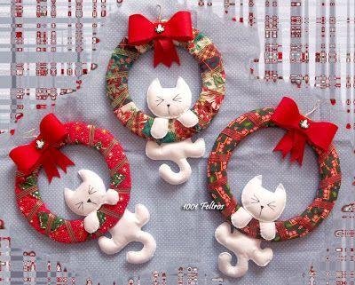Natal. Felt cats hang on wreaths