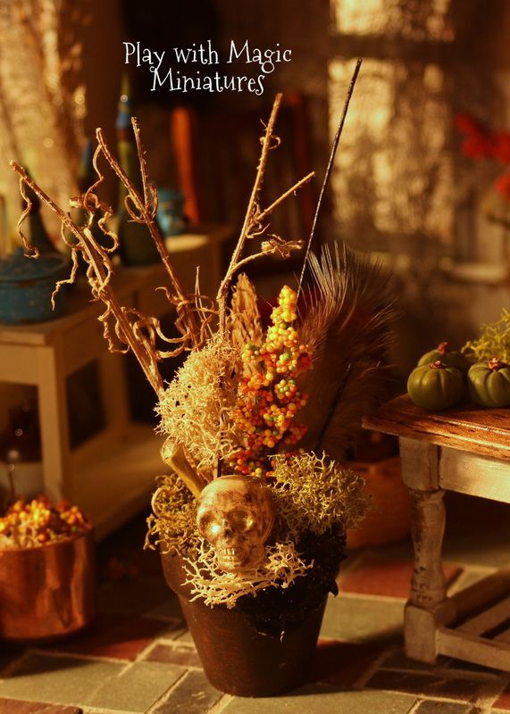 Play with Magic Miniatures - Dead potted arrangement with golden skull