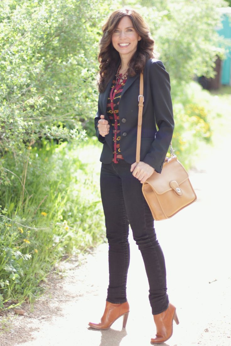 Black jeans, black blazer casual #MadeinUSA Outfit with booties