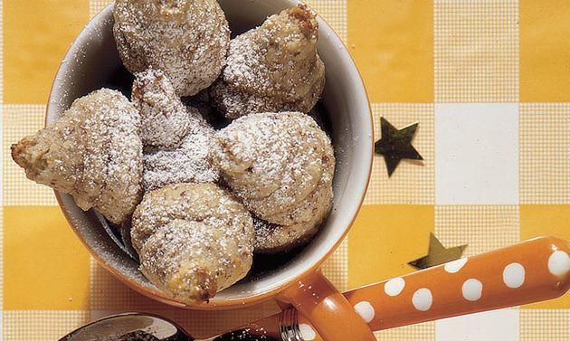Marroni-Guetzli: Eiweiss mit dem Salz steif schlagen. Zucker und Vanille zugeben, weiterschlagen, bis die Masse glänzt. Orangenschale, Kirsch und Marronipüree ...