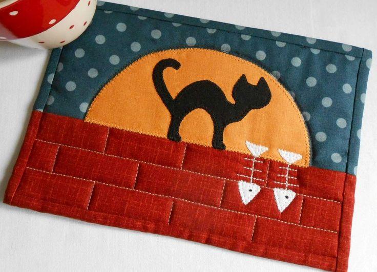 Moonlit Cat Mug Rug - 'Scaredy Cat' version. Two designs - one pattern.