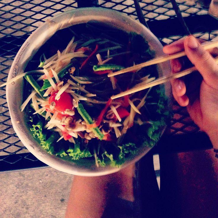 First papaya salad in Thailand 👅 I'm glad I asked for it to be mild 🔥  #travel #nightmarket #aroundasia #thailand #chiangmai #yum #papayasalad #foodporn #freebirdflow #freebirdflowfood