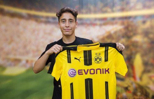 """dortmunderjungs: """" dortmundfan: """" talia-bvb: """" Welcome to Dortmund Emre Mor ⚫️ Via BVB Twitter """" Vertrag bis 2021. Angeblich kostet er 9,5 Millionen Euro. """" Oh Gott ist der klein… """" Was ein Knopf :D den möchte man ja glatt betüddeln …"""