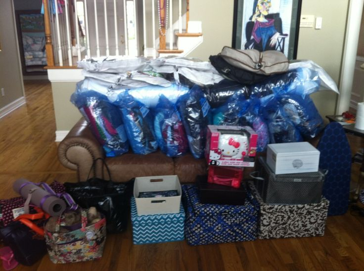 How to Move in To Your Dorm Room Like a Boss | Dormify.  Best one I've seen!
