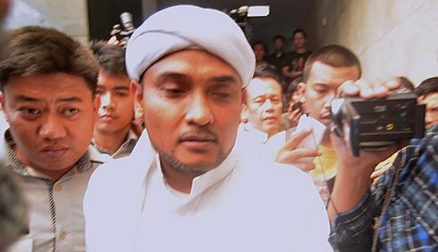 Kalap Karena Sang Majikan Dipermalukan Habis-Habisan Di Persidangan Ahokers Bully Ustadz Novel Bamukmin  [portalpiyungan.co]Sungguh luar biasa bagus berbagai pemaparan yang disampaikan oleh Ustadz Novel Bamukmin Sekjen DPD FPI DKI Jakarta saat ditanyai oleh majelis hakim sebagai saksi pelapor di sidang lanjutan kasus penghujatan agama Islam yang dilakukan oleh Zhong Wan Xie alias Ahok alias Basuki pada Selasa (3/1/2017) kemarin. Setelah memberikan keterangan ke majelis hakim yang memakan…