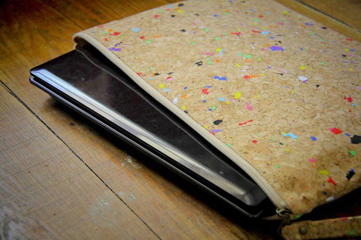 Notebooktaschen - Kork-Laptop Hülle, MacBook Tasche 13 Zoll - ein Designerstück von ecopaperstore bei DaWanda