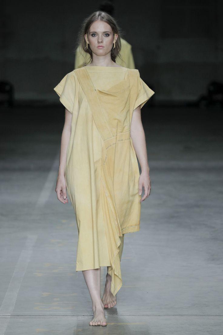 CHAIN - SS18 #fashionclash #fashionweek #natural #naturaldyeing #yellow #desfiles #apron #embroidery