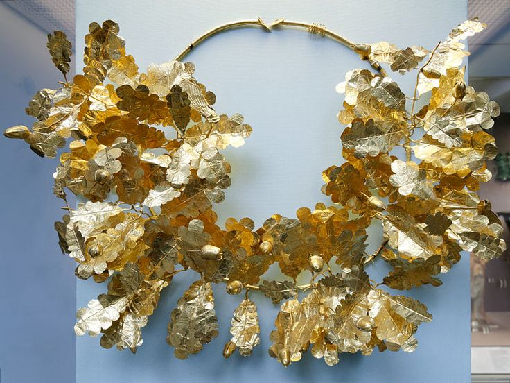 Serto d'oro con foglie di quercia, ghiande, un'ape e cicale (350-300 a.C.) - Gold oak wreath with a bee and two cicadas, c. 350-300 BC - British Museum
