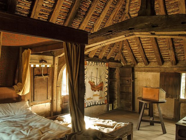 A Bedroom In The 15th Century Bayleat Farmhouse At Weald And Downland Museum Dream Home Pinterest House Meval