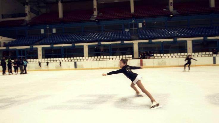 Disfruta de un rato divertido en la mejor pista de patinaje sobre hielo http://www.sporthielo.com/, situada en el centro comercial de Madrid Palacio de Hielo. Canción spot: Pianochocolate-Marga Sol-Goodbye Pianochocolare Remix