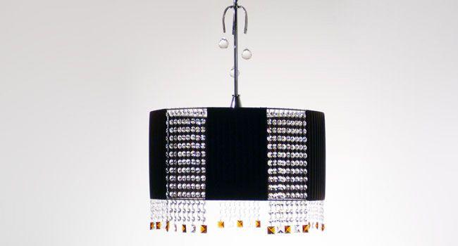 001043 criseta 2 luci  Sospensione con fasce in seta alternate con fasce in cristallo con finali quadrati ambra disponibile nei colori glicine - rosso - bianco - wengè - nero, dimensioni su richiesta