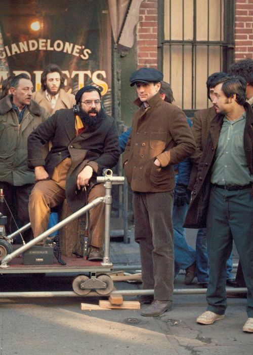 Robert De Niro and Francis Ford Coppola on set on The Godfather part II (1974)