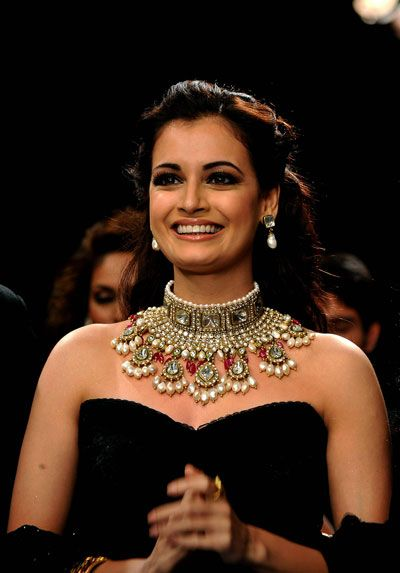 Dia Mirza looks out of the world in an elaborate studded choker at India International Jewellery Week